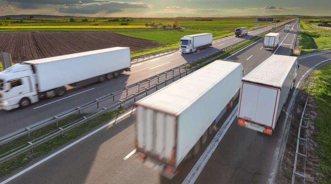 Caminhões e ônibus terão crescimento menor, mas robusto, prevê Fenabrave